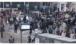Avrupa'da Covid-19 kısıtlamaları sağcıların hedefinde: Sokaklar yasak dinlemiyor