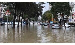İzmir'de sel felaketi: 2 kişi yaşamını yitirdi