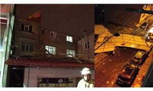 Bağcılar'da uçan çatı evin içine girdi: 1 yaralı