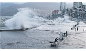 İzmir'de fırtına: Vapur seferleri iptal edildi