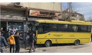 Antep'te özel halk otobüsü büfeye daldı: 1 ölü, 9 yaralı