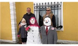 Kardan gelin ve damat yapıp para taktılar: Düğünlere hasret kaldık