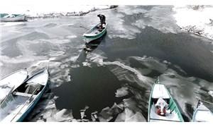 Türkiye'nin en büyük tatlı su gölü buz tuttu
