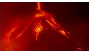 İtalya'daki Etna Yanardağı bir kez daha faaliyete geçti