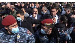 Ermenistan'da darbe girişimi: Ordu istifa istedi, Paşinyan sokağa çıktı