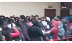 Bolivya'da üniversitede kavga: Korkuluklar kırılınca öğrenciler 5. kattan zemine düştü