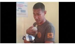 Taylandlı denizci, 4 kediyi sırtında taşıyarak yangından kurtardı
