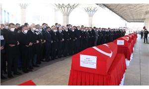 Helikopter kazasında yaşamını yitiren askerler memleketlerine uğurlandı