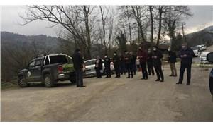 Karantinadaki köye giremeyenler jandarma noktasında cenaze namazı kıldı