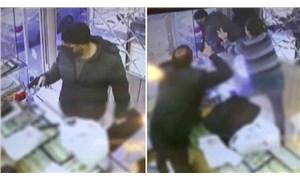 Bağcılar'da silahlı soyguncu, kuyumcu da silah çıkarınca kaçtı