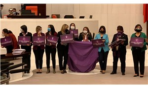 CHP'li kadın milletvekillerinden Meclis'te İstanbul Sözleşmesi eylemi