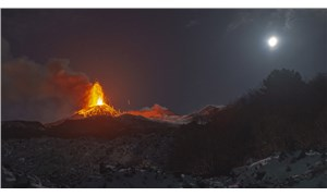 İtalya'da Etna Yanardağı lav ve kül püskürtmeye devam ediyor