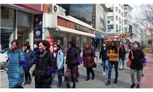 Bolu'da kadınlar yürümek istedi, polis engelledi: Mor fularla yürümek yasakmış!