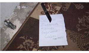 Kızıyla birlikte yaşayan kadının kapısına bıçaklı tehdit notu bırakıldı