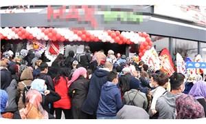 Sivas'ta indirim yapan market izdiham nedeniyle kapatıldı