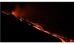 Karayipler'deki La Soufriere yanardağı 3. kez patladı