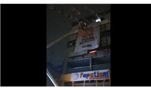 """İstanbul'daki """"128 milyar dolar nerede"""" pankartlarına gece yarısı operasyonu"""