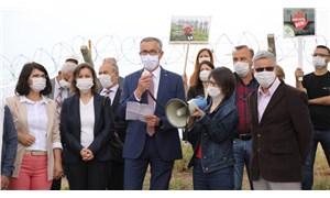 İzmir'in Çernobili'ne karşı Belediye Başkanı'ndan 'duran adam' eylemi
