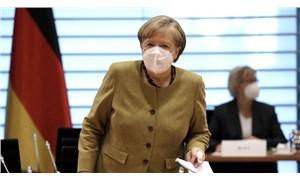 Almanya Başbakanı Angela Merkel AstraZeneca aşısı yaptırdı