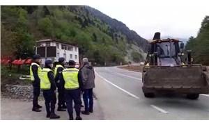 Rize'de taş ocağına karşı çıkan bölge halkı engellendi: Yurttaşların üstüne iş makinesi sürüldü!