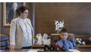 Aile Bakanı Yanık, koruma altındaki çocuğu ifşa etti!