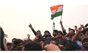 Hindistan solundan Modi'ye: Herkese aşı, oksijen, maddi destek