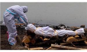 Ganj Nehri'nde koronavirüs hastalarına ait olduğu düşünülen 71 cansız beden bulundu