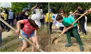 Katliam projeye karşı çocuklar ağaç dikti