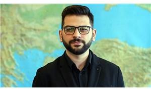 Fahrettin Altun'un yardımcısı, beden dili ve İngilizcesiyle sosyal medyada gündem oldu