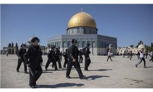 İsrail polisi, Mescid-i Aksa'da Filistinlilere saldırdı