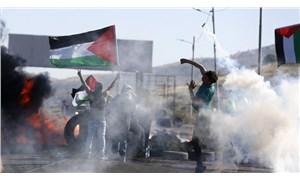 Kudüs'te polis eşlliğinde ırkçı saldırı, başbakanlık önünde Netanyahu istifa sesleri