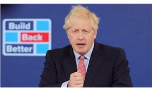 Boris Johnson, burka giyen kadınları 'posta kutusuna' benzettiği için özür diledi