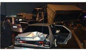 TEM'de zincirleme kaza: 30'dan fazla araç birbirine girdi, 20 yaralı var