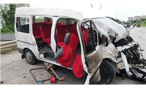 Ordu'da işçi minibüsü ile kamyonet çarpıştı: 3'ü çocuk 14 yaralı