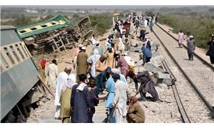 Pakistan'da yolcu trenleri çarpıştı: 38 ölü