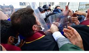 """Avukatlara yönelik polis şiddetine """"Meslektaşlarımı kınıyorum"""" şeklinde tepki gösteren polise soruşturma açıldı"""