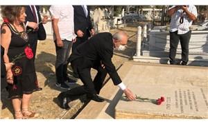 Kılıçdaroğlu, Kutlu Adalı'nın mezarını ziyaret etti