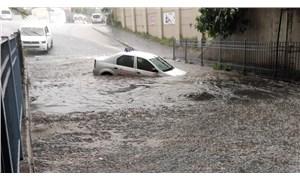 İstanbul'da sağanak: Alt geçidi su bastı