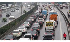 Sağanak yağış İstanbul trafiğini kilitledi