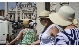 İtalya'da günlük vaka sayısı 1000'in altına düştü