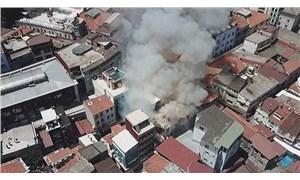 Fatih'te oyuncak deposunda yangın: Kontrol altına alındı