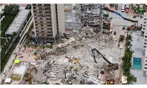 Miami'de bir kısmı çöken 13 katlı binanın tamamı kontrollü şekilde yıkıldı
