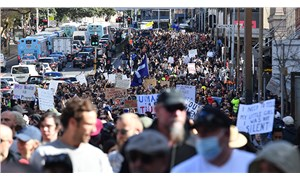 Avustralya'da aşı karşıtları sokağa döküldü