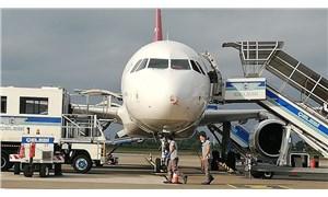 Hulusi Akar'ın bulunduğu uçak acil iniş yaptı