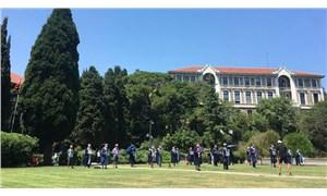 Boğaziçili akademisyenler 135'inci kez rektörlük binasına sırtını döndü