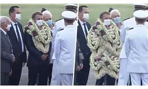Macron'un Fransız Polinezyası ziyaretinde boynuna asılan çiçekler espri konusu oldu: Yürüyen çelenk