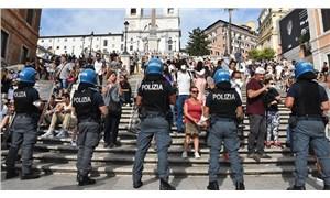 İtalya'da Covid-19 önlemleri bir kez daha protesto edildi