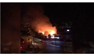 Bahçeşehir'de iş yerinde çıkan yangın ormanlık alana sıçradı