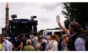 Almanya'da 'komplo teorisyenleri' ile polis arasında arbede