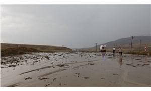 Van - Hakkari karayolu sel nedeniyle ulaşıma kapandı